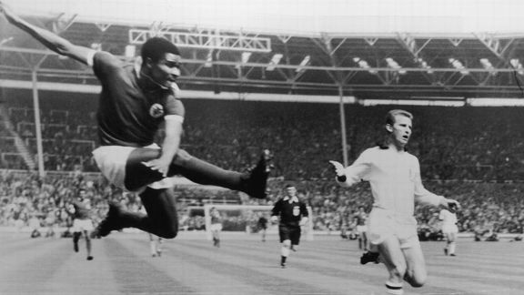 Eusebio scores vs Milan 1963 European Cup final