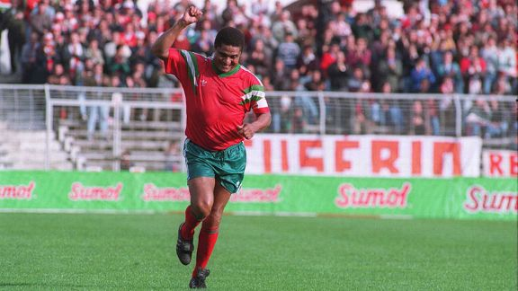 Eusebio acknowledges the Benfica fans in an Old Benfica XI v Old World XI in 1992