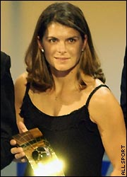 essay on mia hamm Free mia hamm papers, essays, and research papers.
