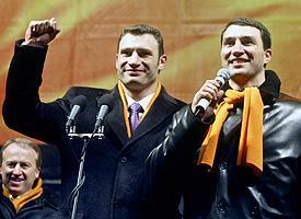 Klitschkos Vitali (left) and Wladimir