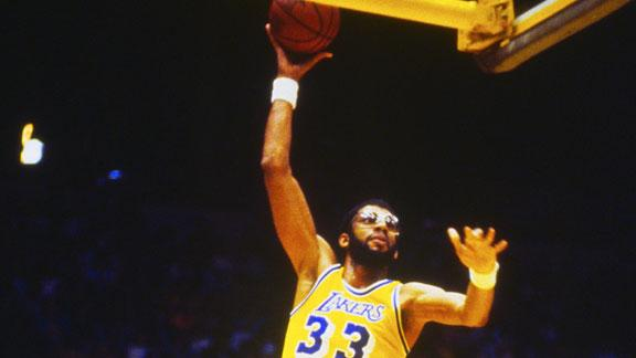 Lakers to build statue for Abdul-Jabbar at arena