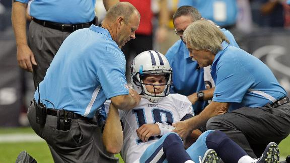 Titans call Jake Locker day-to-day with shoulder injury