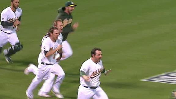 Smith, Crisp clutch in 9th to lift A's in Game 4