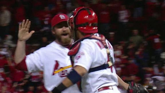 Cards' Beltran day to day with strained knee