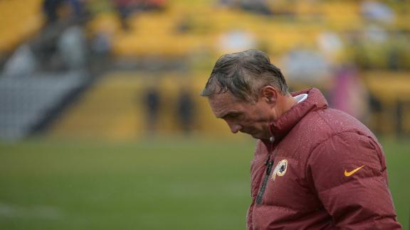 Redskins players defend coach Shanahan
