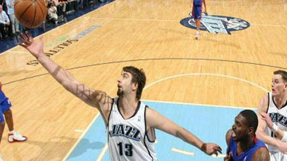 Ex-Pistons, Jazz big man Okur retires at 33
