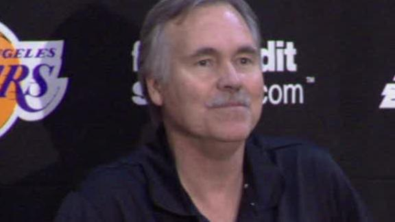 D'Antoni, on crutches, leads 1st Lakers practice