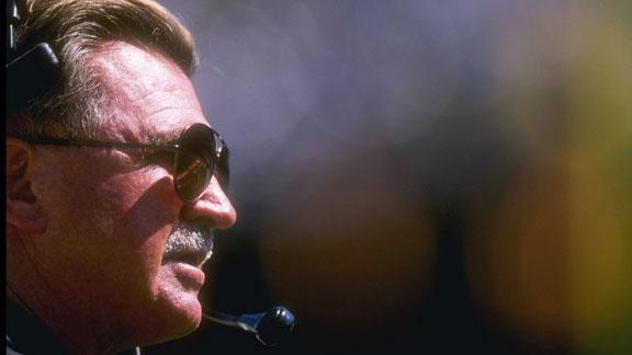 ESPN NFL analyst Ditka suffers minor stroke