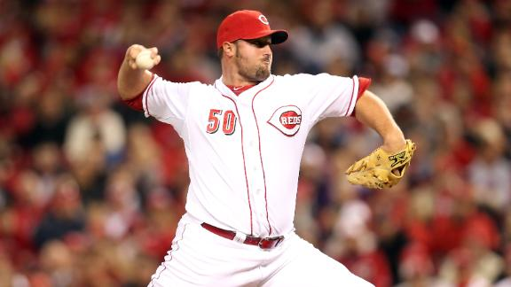 Chapman to rotation? Broxton signs Reds pact