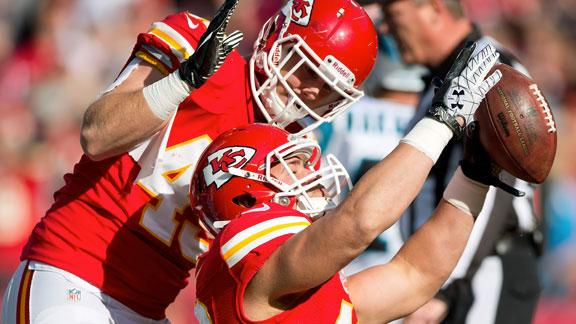 Quinn carries Chiefs to victory over Panthers