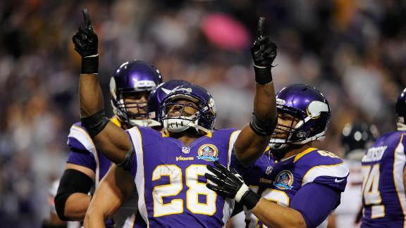 Peterson, surging Vikings roll past rival Bears