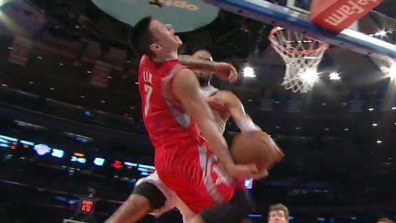 Video - Jeremy Lin Catches Flagrant Elbow From Tyson Chandler