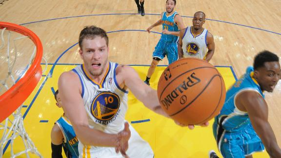Warriors hang on vs. Hornets in return home