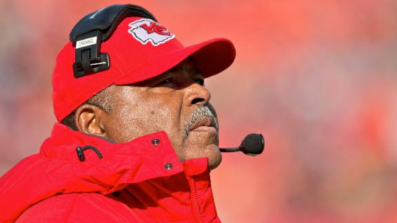 Chiefs dump Crennel, retain GM Pioli for now
