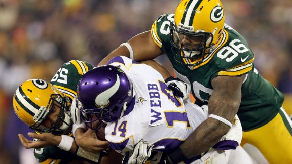 Packers pound Ponder-less Vikings to move on