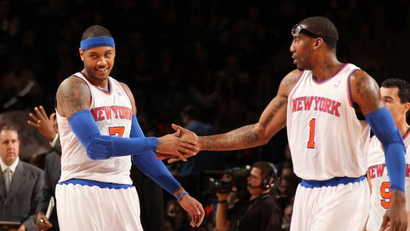 Melo's big second quarter helps Knicks end skid