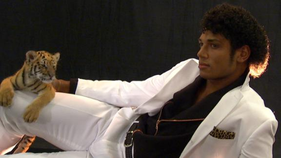 Video - ESPN The Mag: Josh Freeman As Michael Jackson