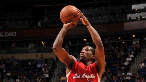 Bledsoe helps short-handed Clippers snap skid