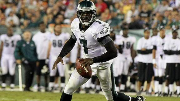 Report: Eagles won't cut Vick before deadline
