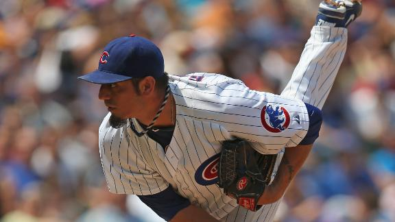 Cubs' Garza suffers mild lat strain during BP