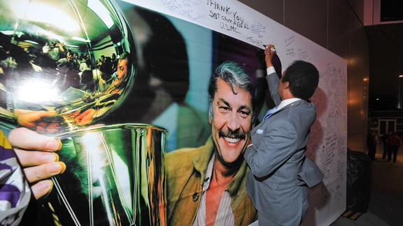 Lakers owner Buss remembered at memorial