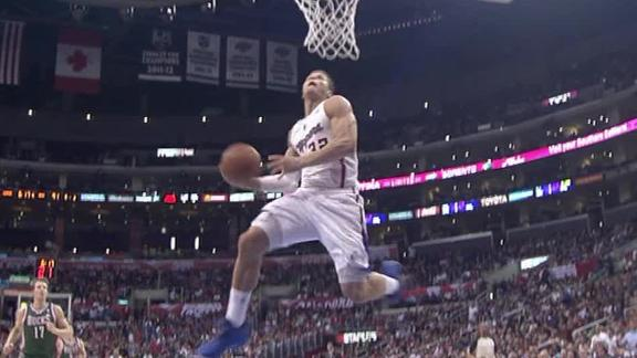 Griffin has triple-double as Clips down Bucks