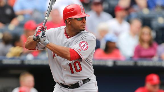 Yankees complete trade for outfielder Wells