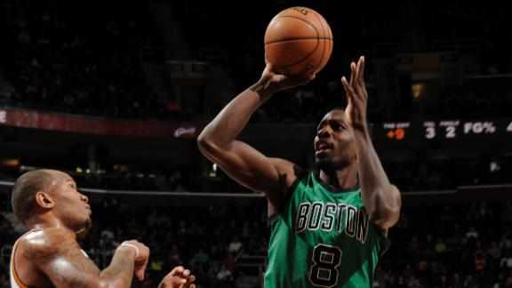 Green's shot at buzzer helps Celtics snap skid