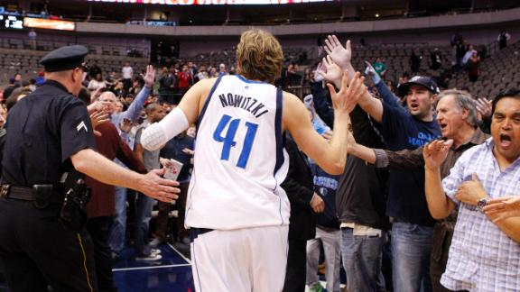 Nowitzki carries Mavs past Clippers in OT win
