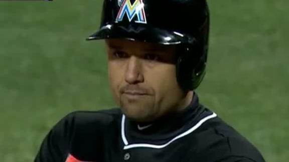 Marlins down Mets for Redmond's first win