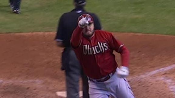 Hinske's blast helps D-backs fend off Crew in extras