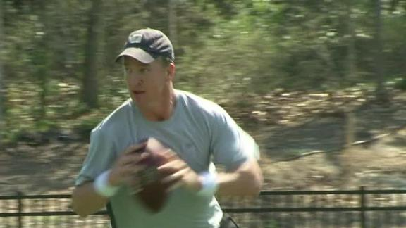 Manning throws to Welker at Duke workout