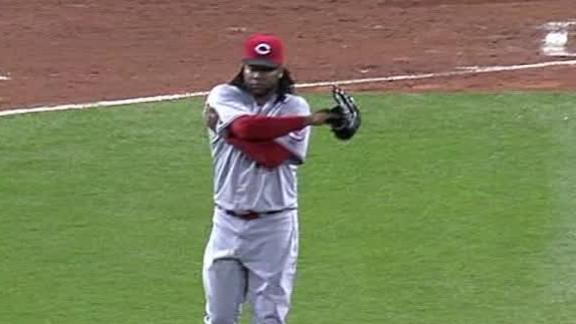 Pirates prevail after Cueto leaves with injury
