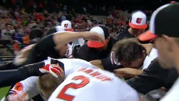 Wieters' slam lifts O's to 17th in row in extras