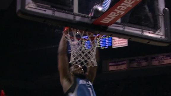 Video - Williams Throws Down 360 Dunk