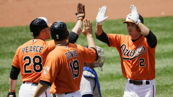 Reimold's key double lifts O's past Dodgers