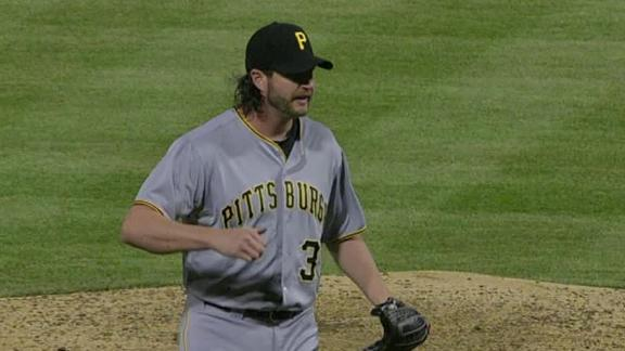 Locke outduels Hamels as Pirates top Phils