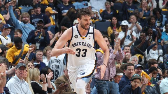 Grizzlies steamroll Clippers to even series at 2