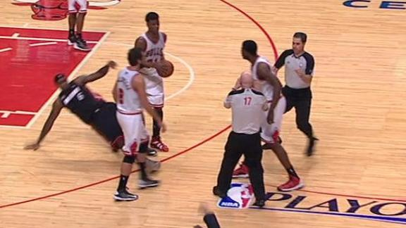 Bulls' Mohammed ejected for shoving LeBron