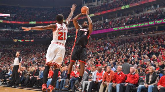 Heat hold on to take 2-1 series lead on Bulls