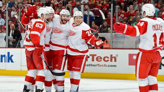 Red Wings Even Series With Blackhawks