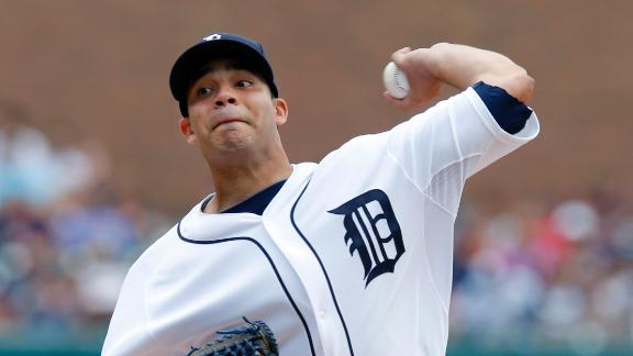 Alvarez wins debut as Tigers sweep Indians