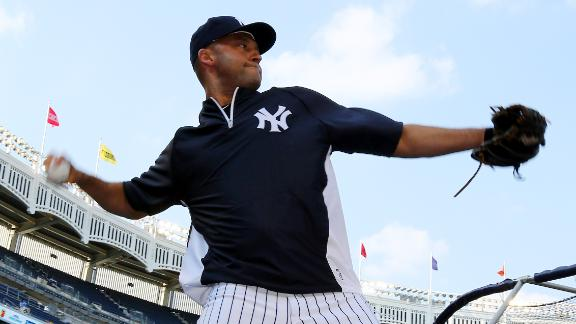 Rehabbing Jeter taking grounders, swings