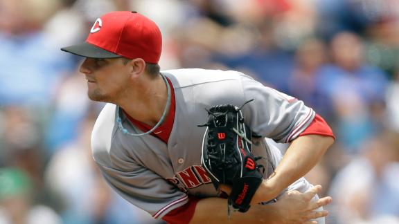 Leake helps Reds extend Wrigley win streak
