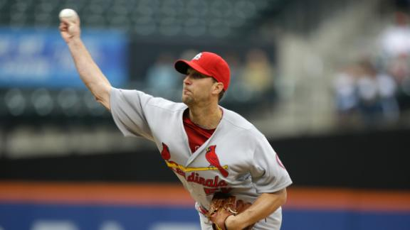 Wainwright outduels Harvey in Cards' win