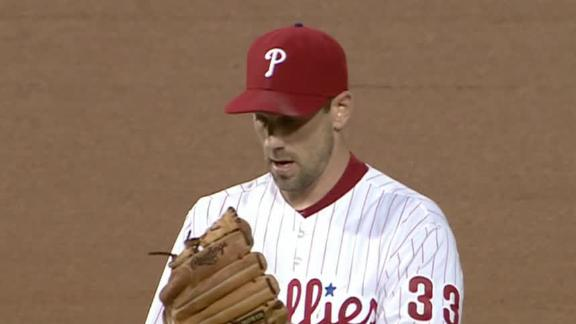 Lee pitches Phillies past struggling Nationals