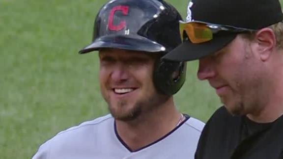 Indians clobber White Sox in opener of DH
