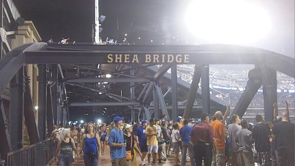 Video - Mets fans react to a home run on Shea Bridge