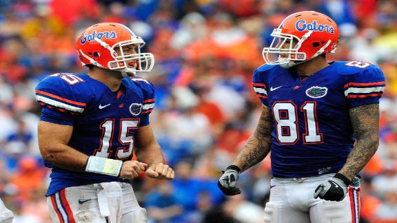 Report: Tebow tried to stop Hernandez fight