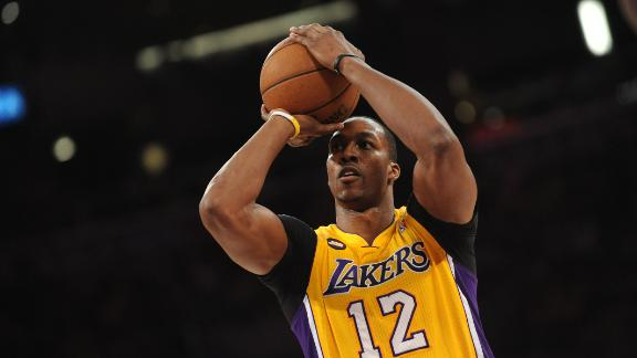 Lakers remove Howard banner as